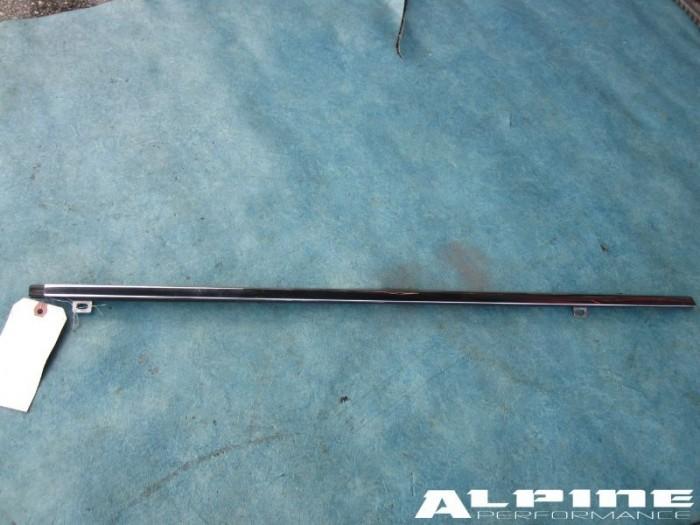 Flying Spur Right Rear door center chrome molding